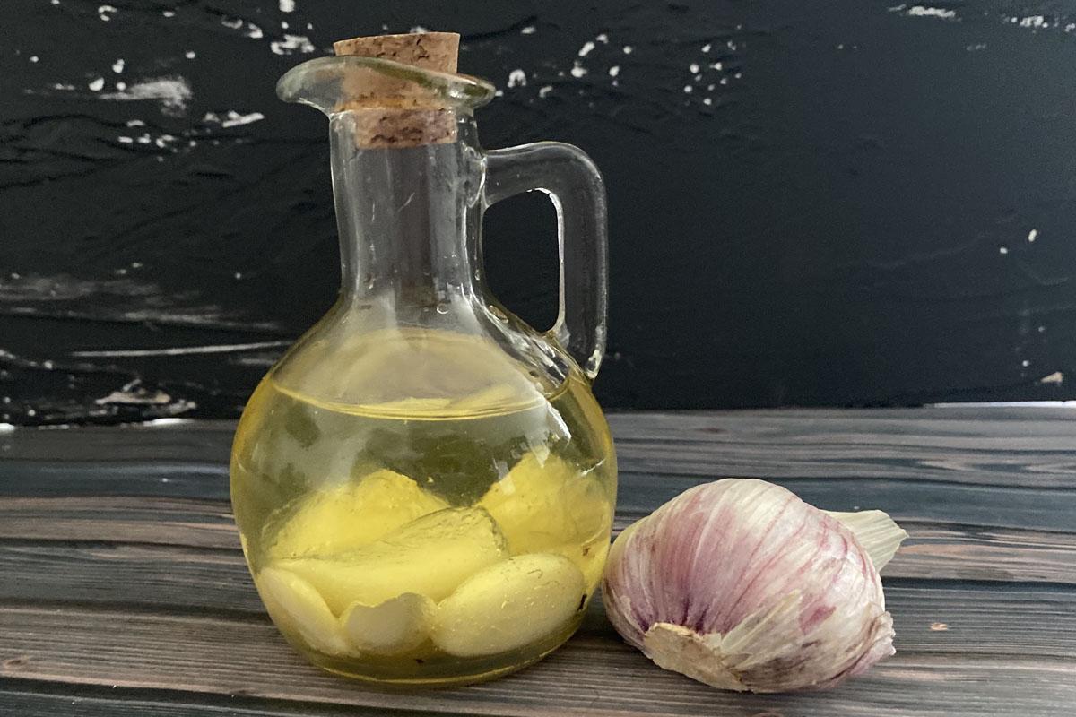 domowy przepis na olej czosnkowy